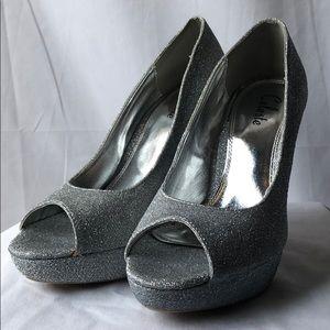 NWT Celeste Women's Rhinestone Heels Size 9